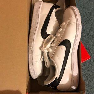 Nike retro sneaker.